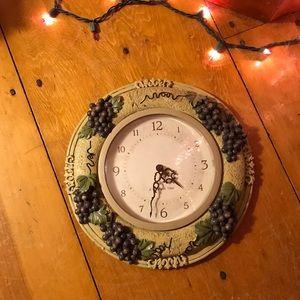 Italian vineyard grape vine and wine themed clock